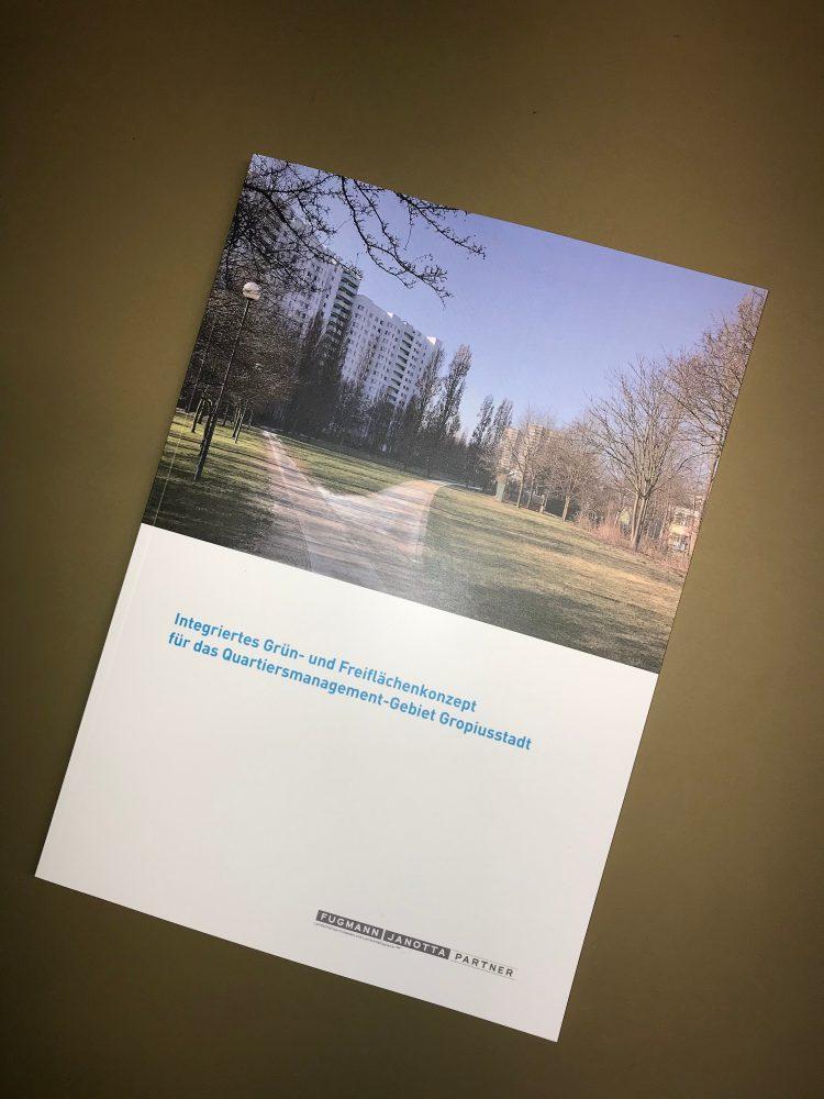 """Brochure """"Integriertes Grün- und Freiflächenkonzept für das Quartiersmanagement-Gebiet Gropiusstadt"""""""