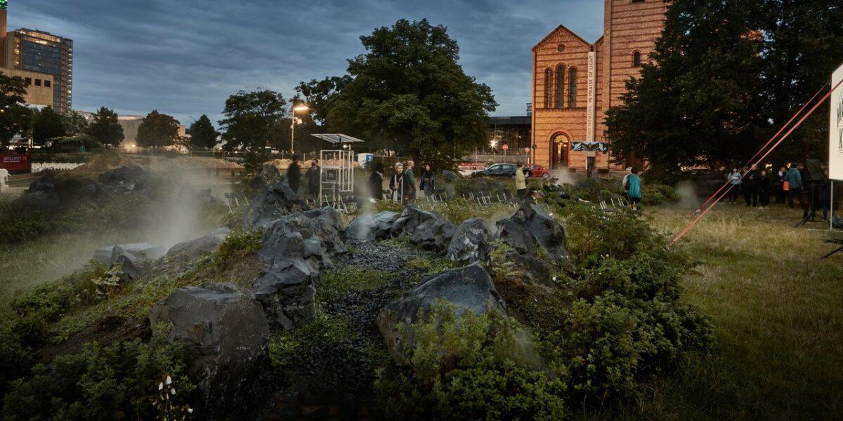Blick über den Künstlergarten Richtung Matthäi-Kirche